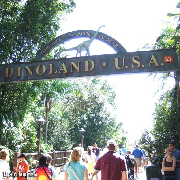 Disney's Animal Kingdom entrance arch: 2007 by Allen Huffman.