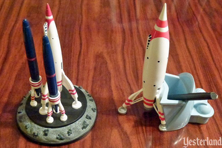 Moonliner desk accessories