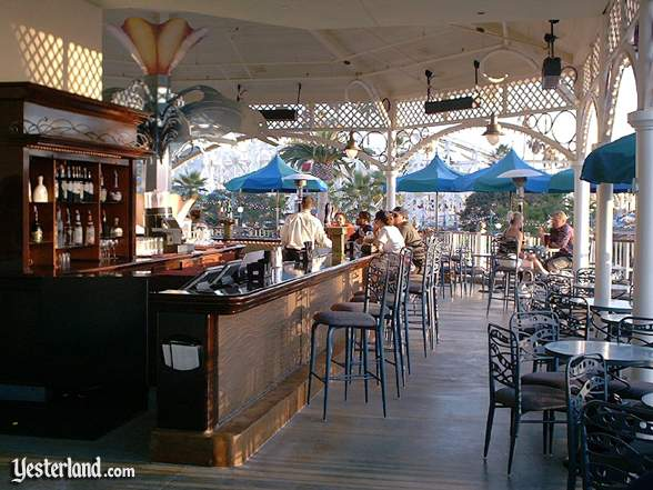 Photograph of The Cove Bar by day