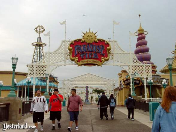 Photograph of Paradise Pier entrance and Avalon Cove