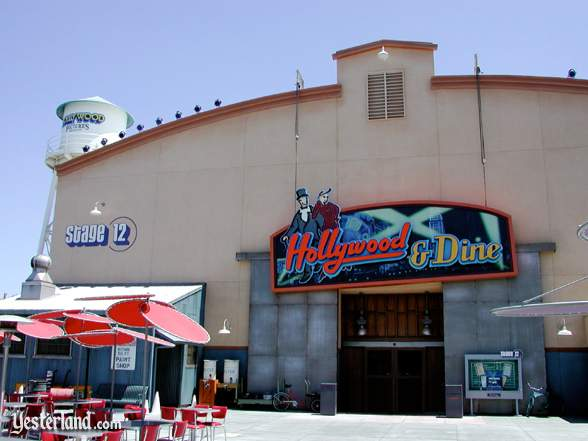 Photograph of Hollywood & Dine exterior in 2002