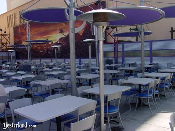 Photograph of outside seating at Hollywood & Dine