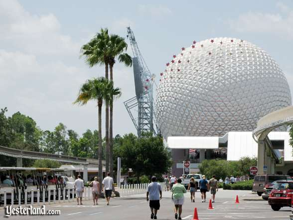 Photo of Epcot Icon Tower removal on August 4, 2007