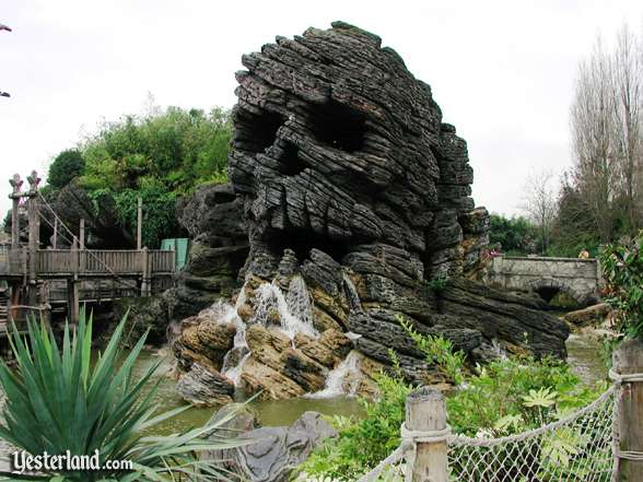Photo of Skull Rock at Disneyland Paris