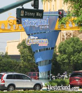 Photo of the current Disneyland sign