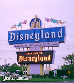 Photo of the newer Disneyland sign