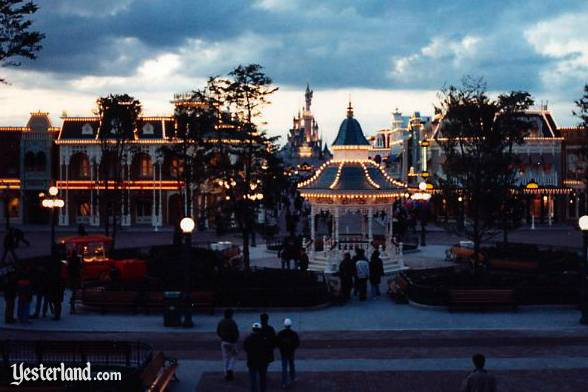 Photo of the Town Square at Disneyland Paris at night