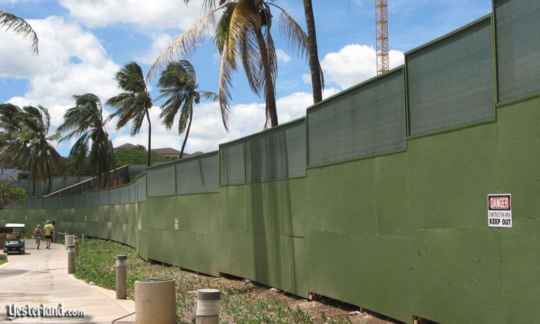 Green construction wall at Disney Ko Olina site in Hawai'i