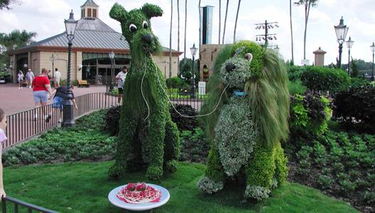 Photo of Lady and the Tramp topiaries