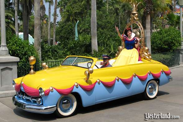 Snow White car in Disney Stars and Motor Cars parade