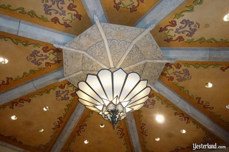 Central ceiling fixture inside the Carthay Circle Theatre at Disney's Hollywood Studios (2011 photo)